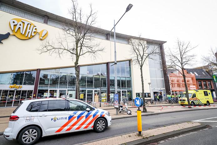 Hulpdiensten bij de Pathé in Groningen.