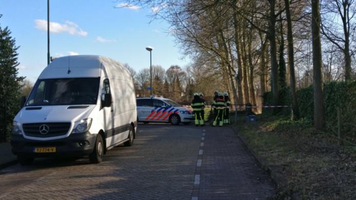 Politie doet onderzoek in Dommel na vondst dode