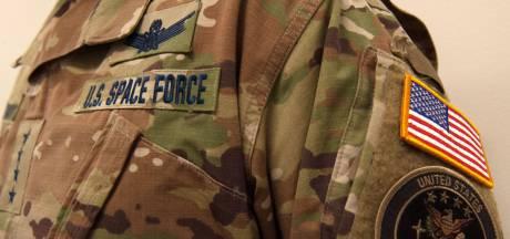 Nieuwe uniform Amerikaanse Space Force onder vuur: 'Belachelijk, in ruimte valt niks te camoufleren'