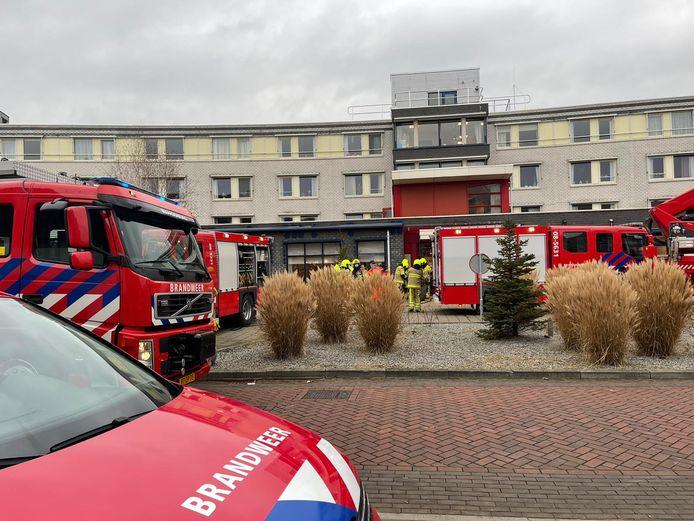 Hulpdiensten waren massaal aanwezig bij brand in zorgcentrum Zaltbommel.
