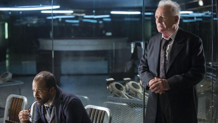 Anthony Hopkins is het genie achter de schermen, wiens diabolische plannen langzaamaan zichtbaar worden, zodat hij doet denken aan zijn beroemdste rol: Hannibal Lecter. Beeld