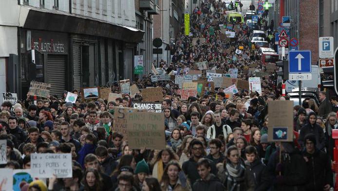 Au moins 5.000 jeunes ont manifesté dans les rues de Bruxelles.