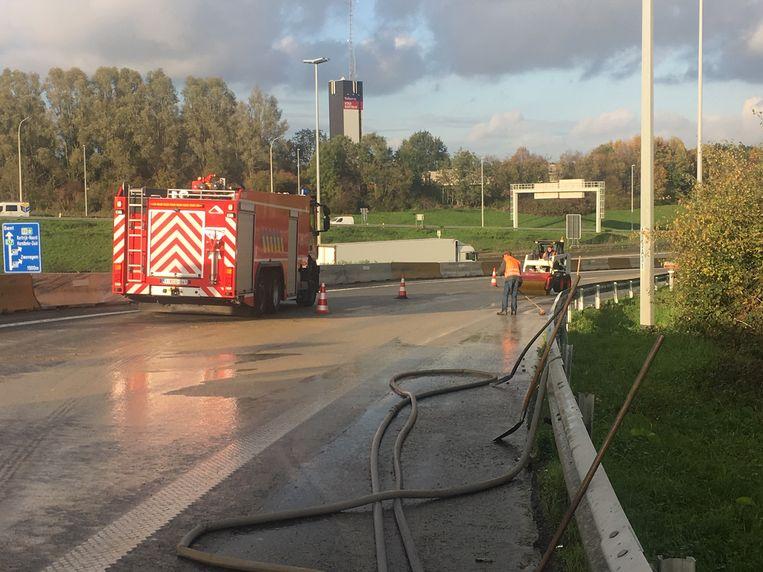 De brandweer kwam met een tankwagen ter plaatse.