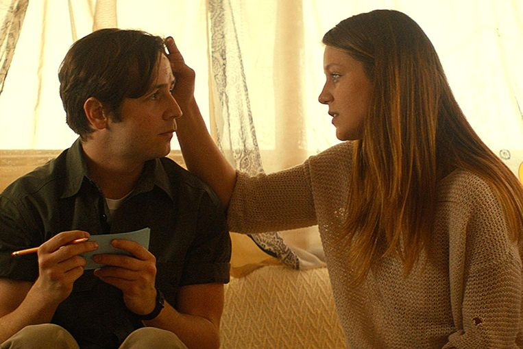 Sun Dogs -- Pictured: Michael Anagrano and Melissa Benoist CR: Apartment 3C Productions Beeld geen