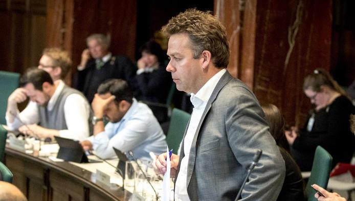 D66-raadslid Jos Verveen was gisteren tijdens de stemming aan het bellen.