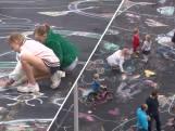 Kinderen krijten op de grootste kleurplaat van Utrecht
