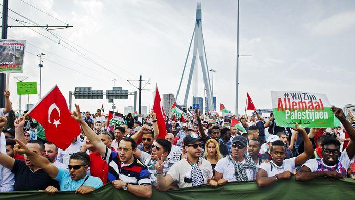 Protest tegen het geweld op de Gazastrook in Rotterdam.