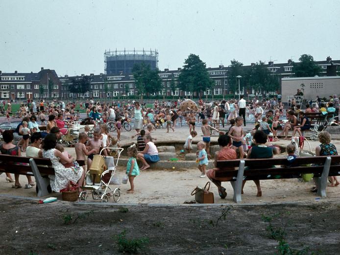 Ingenhouszplantsoen in 1968. Met de gashouder van de gasfabriek op de achtergrond.