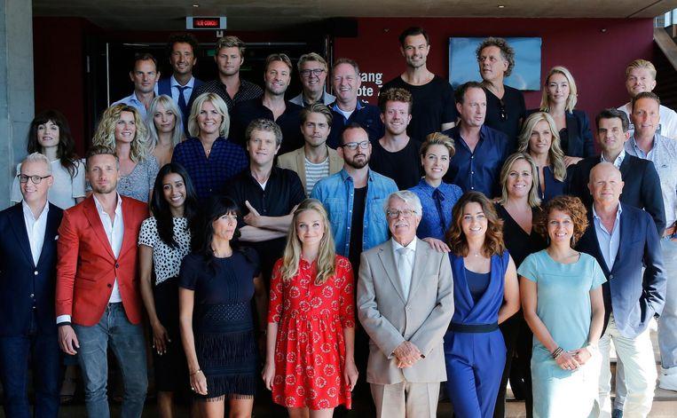Het presentatieteam van SBS, dinsdagmiddag op de trap in Amsterdam Beeld anp