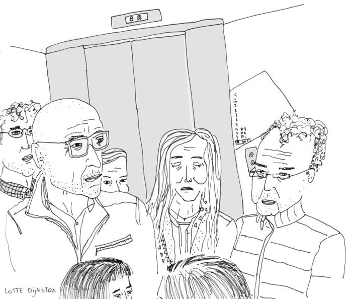 In de lift.