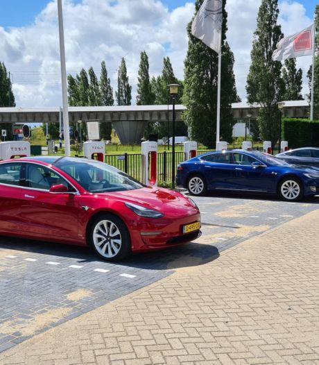 Supersnelle oplader voor Tesla's: Rijswijk heeft de primeur