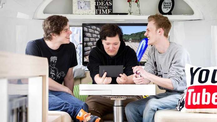 YouTube biedt videobloggers Vincent, Pieter en Milan Knol die met hun online video's een miljoenenpubliek bereiken een plek in een caravan die is voorzien van de nieuwste technologie.