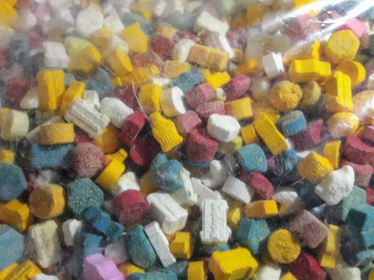 Politie vindt persoon in Zijtaart met 120 dagen hechtenis, ontdekt dan grote hoeveelheden drugs