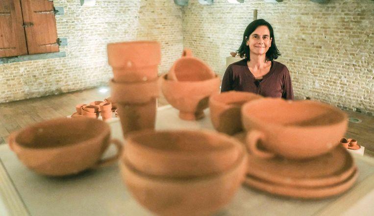 Kunstenares Griet Dobbels maakte sculpturen met klei afkomstig uit de frontstreek.