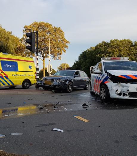 Politiewagen knalt op auto in Hasselt