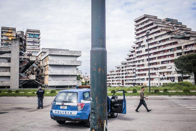 In het piramidevormige sociale woningbouwcomplex waar acteur Vincenzo Sacchetino opgroeide was de aanwezigheid van de maffia goed voelbaar. Beeld Nicola Zolin