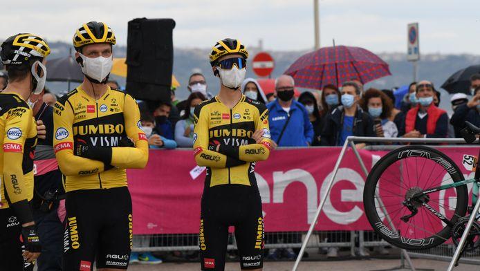 Antwan Tolhoek (rechts) gaat met zijn ploeg uit de Giro.