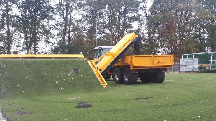 Vervanging  van het jeugdveld van voetbalvereniging Trias in Winterswijk is begonnen