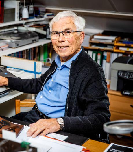 79-jarige Pieter Vree promoveert, en zijn kinderen én kleinkinderen zetten de puntjes op de i
