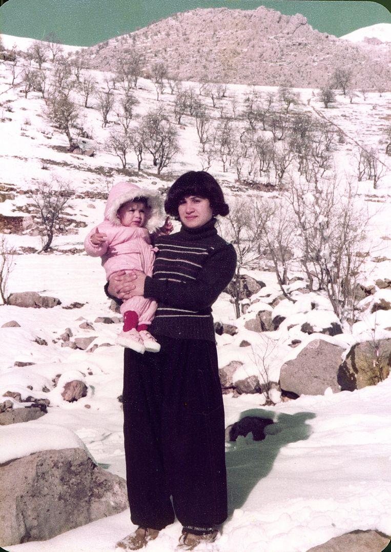 Beri Shalmashi met haar moeder in Koerdisch gebied. Beeld Familiearchief