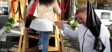 Worteltagliatelle tegen de suiker: Eet Je Beter Bus op het plein van Roy Donders