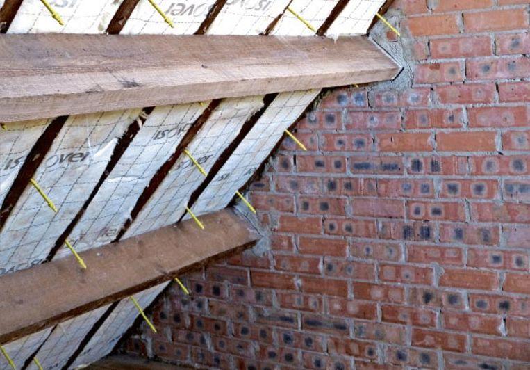 Dakisolatie is niet alleen de belangrijkste stap om je woning energie-efficiënt te maken, je bespaart ook fiks op je stookkosten.