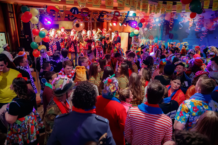 Steenbergen - 9-2-2019 - Foto: Pix4Profs/Marcel Otterspeer - Het het Snorrebal in De Joosse ging vandaag de carnavalsperiode van 2019 in
