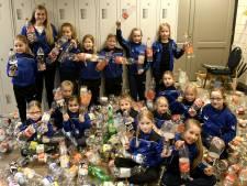 Dansgarde Iseldonk zamelt in Ulft lege flessen in voor nieuwe showkleding