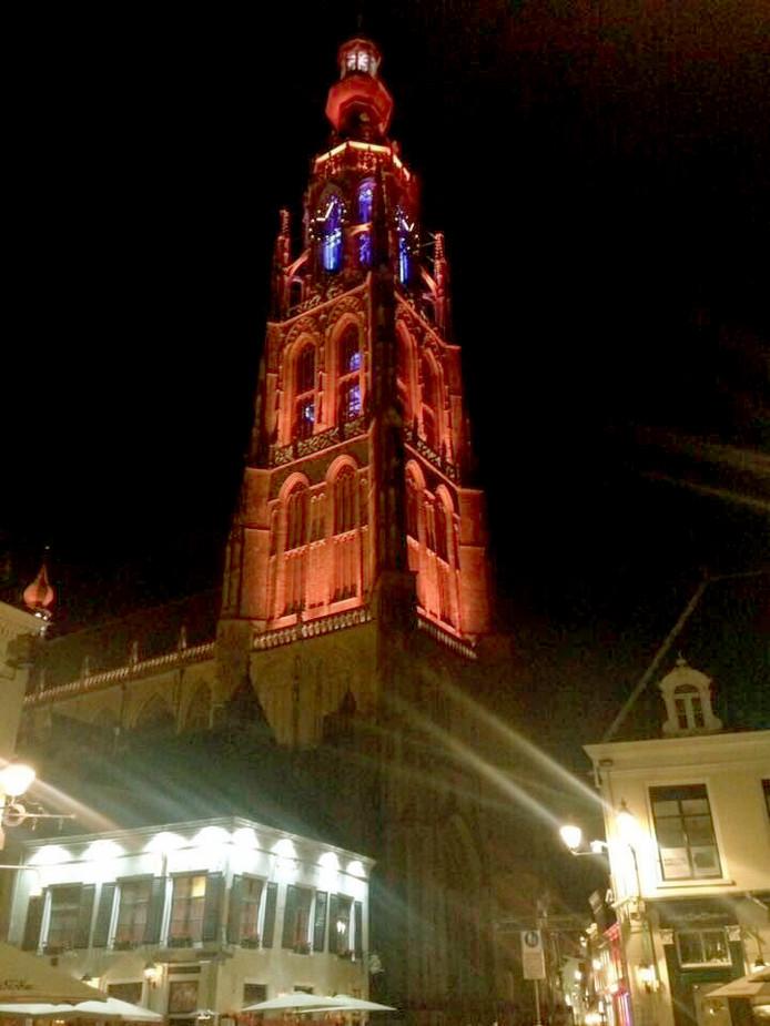 Grote Kerk in Breda in Oranje licht