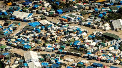 Bijna 10.000 migranten in Calais, Sarkozy eist verhuis naar Groot-Brittannië