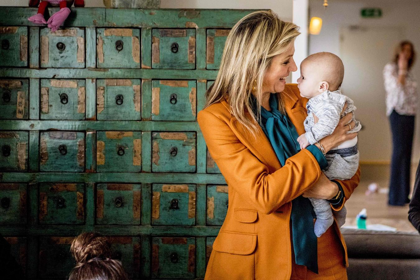 Máxima bracht vanmorgen een bezoek aan het Babyhuis in Dordrecht.