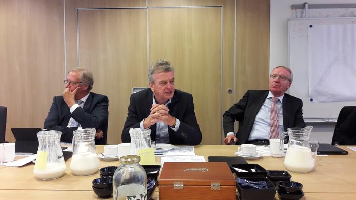 De burgemeesters van de drie Altena-gemeenten. vlnr Yves de Boer (Werkendam), Fons Naterop (Aalburg) en Arie Noordergraaf (Woudrichem).