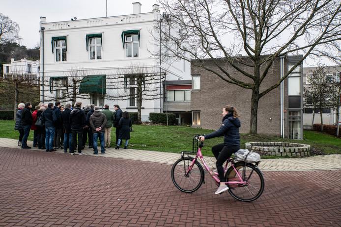 Woensdag namen gemeenteraadsleden een kijkje bij het oude gemeentehuis aan de Rijksstraatweg in Beek.