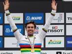 Dumoulin grijpt eerste Nederlandse wereldtitel tijdrijden: 'Fantastische dag'