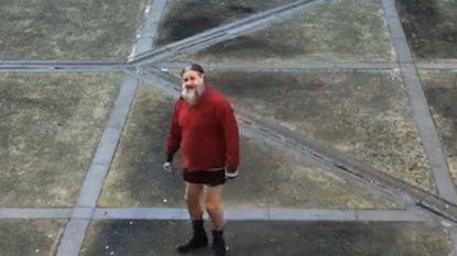 VIDEO. Marc Dutroux amuseert zich tijdens wandeling in gevangenis van Nijvel