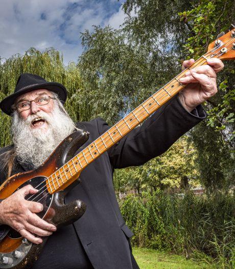 Zanger Hein Migchelbrink (73) uit Ruurlo bereidt zich voor op volgende ronde The Voice Senior: 'Ik repeteer in de auto'