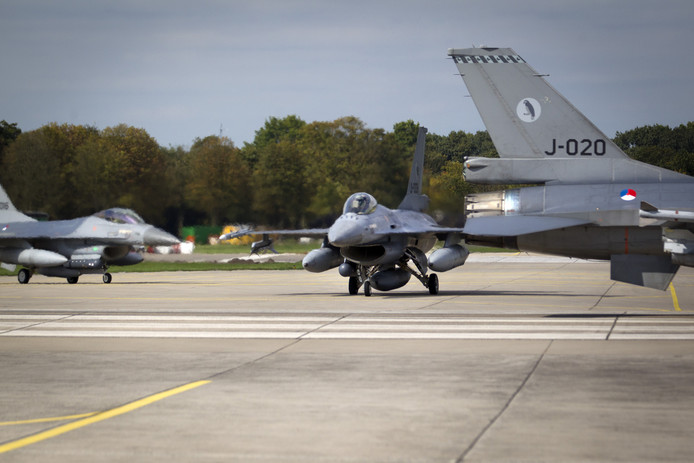F16's op de basis in Volkel.