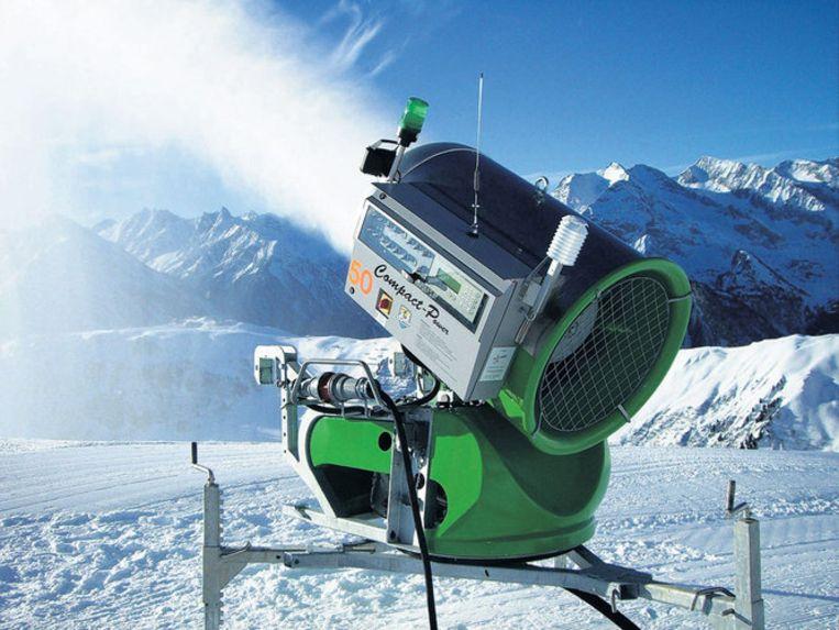 ''Als wij er niet waren geweest, kon je hier nu nauwelijks skiën,'' aldus Guenther Praxmarer van sneeuwkanonnenbedrijf Sufag. Tot aan Pasen is de dalafdaling gegarandeerd. Er staan inmiddels zo'n vijfduizend sneeuwkanonnen. Beeld
