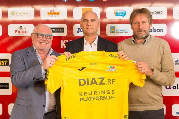 Guy Ghysel, hier rechts naast voorzitter Frank Dierckens en Dennis Van Wijk bij diens aanstelling.