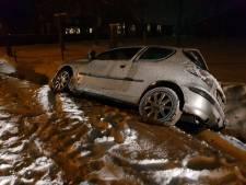 Auto belandt in greppel in Kootwijkerbroek