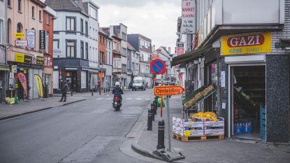 Stewards KAA Gent gaan vrijwillig meehelpen aan buurtwinkels tijdens ramadan