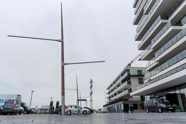 Er staan al drie masten op de Hendrik Baelskaai. In de armen zit ledverlichting.