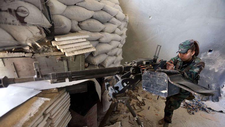 Een Syrische soldaat met een machinegeweer. Beeld ANP