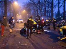 Burgemeester Baarn begint het jaar met goede daad en helpt bij ongeluk voor zijn huis
