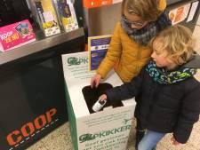 Stichting Opkikker zweert bij tweede leven van oude mobiele telefoons in Zutphen