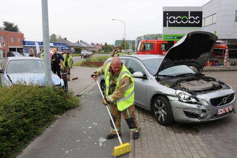 Beide voertuigen vertoonden aanzienlijke schade bij het ongeval