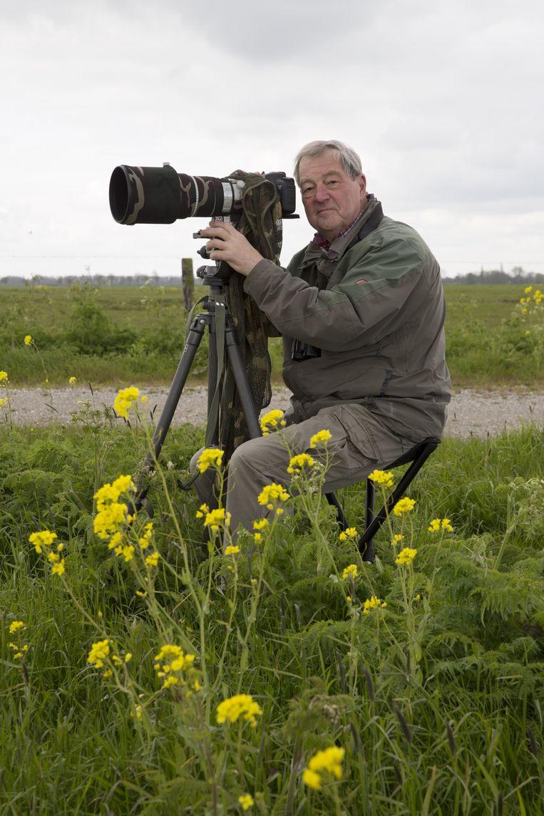 Vogelaar Adri de Groot in weidevogelgebied De Wilck. Beeld Hans van der Meer