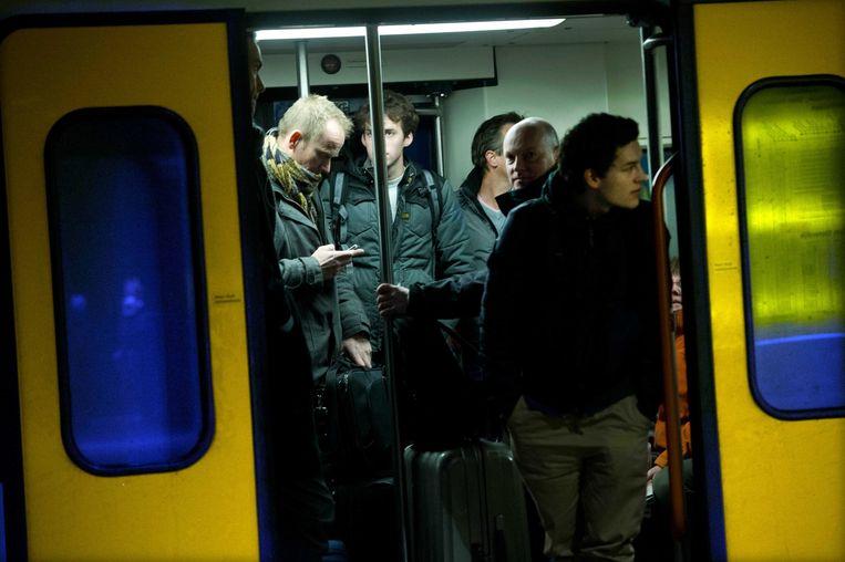 Drukte in een trein op Amsterdam CS. Beeld anp