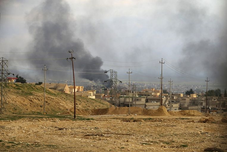 Volgens Washington zijn de olie-inkomsten van IS door de Westerse bombardementen flink teruggelopen. Beeld reuters