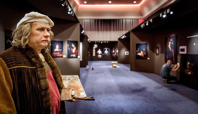 Het wassen beeld van Rembrandt van Madame Tussauds tijdens de opbouw van de tentoonstelling Discover Rembrandt.